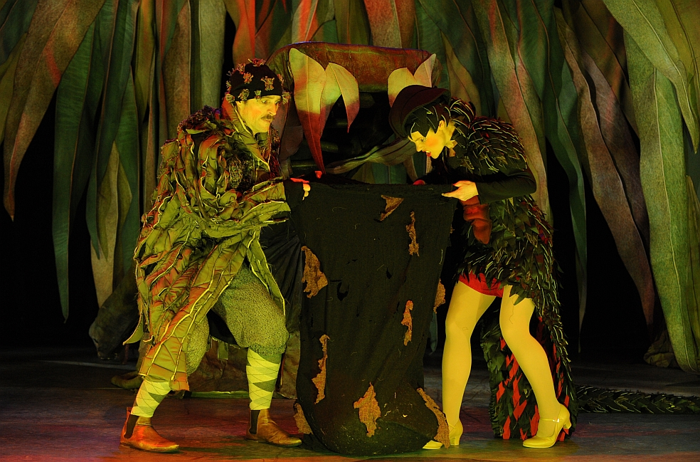 Mrs Snake (Georgia Adamson) and Banksia Man (Christopher Tomkinson)